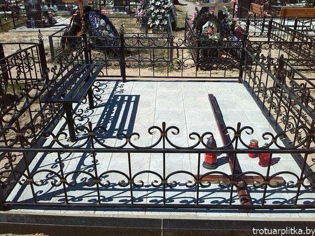 установка скамеек лавок оград